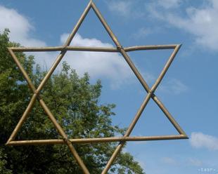 Rada EÚ prijala vyhlásenie o boji proti antisemitizmu, EK to privítala
