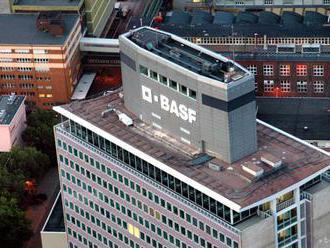 Nemecký chemický koncern BASF očakáva výrazný pokles celoročného zisku
