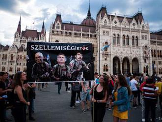 Maďarská polícia nepustila demonštrantov pred parlament
