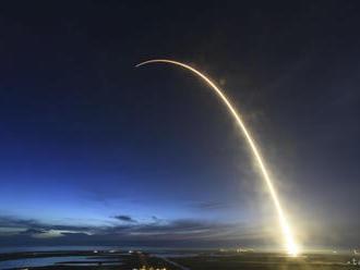 Vesmírna kapsula Dragon so zásobami pristála na ISS