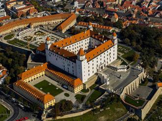 V lapidáriu Bratislavského hradu je výstava maľby spolku výtvarníkov