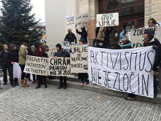Greenpeace Slovensko víta, že väzobné stíhanie aktivistov spochybnil aj premiér