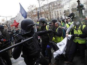 V Paríži pokračujú protivládne protesty; zadržali takmer 280 ľudí