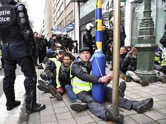 Polícia v Bruseli zasiahla proti demonštrantom, ktorí žiadali odstúpenie premiéra