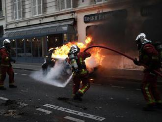 Pri protestoch sa zranilo 135 ľudí, polícia zadržala 1000 osôb