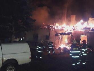 Z víkendovej idylky rodinná tragédia: Svokor zachránil vnúča s rodičmi, sám uhorel