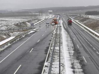Slovenské cesty sú zjazdné, snehové jazyky a záveje sú len miestami