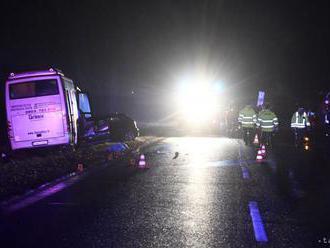 Pri meste Tornaľa sa prevrátil autobus, zranili sa šiesti cestujúci