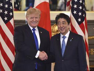 Abe a Trump chcú vytrvať v tlaku na KĽDR, kým sa nevzdá zbraní
