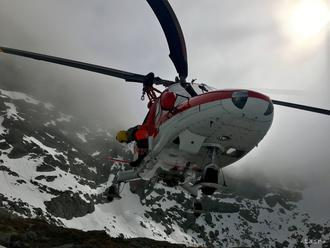 Leteckí záchranári v Tatrách pomáhali zranenej českej skialpinistke