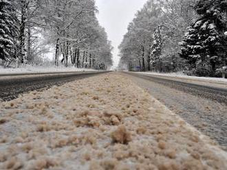 Cesty na Slovensku sú zjazdné, snehové jazyky a záveje sa vyskytujú len miestami