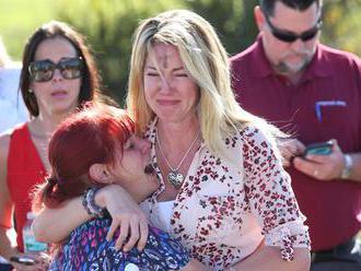 Floridské mesto Parkland prežíva po streľbe v škole hlboký žiaľ