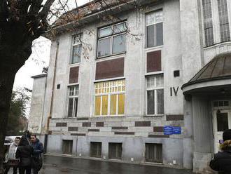 Na plastike v Košiciach vyvodia po škandále dôsledky, analyzujú skoro 400 prípadov