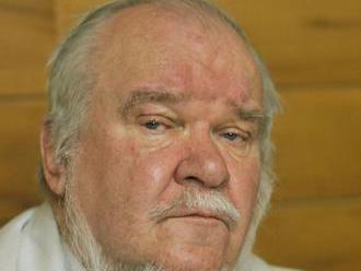 Literárny týždenník píše o básnikovi a divadelníkovi J. Mokošovi