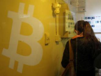 Kurz bitcoinu klesol o 6 % a dostal sa pod hranicu 9000 USD