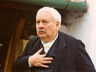 Pred 90 rokmi sa narodil Josef Karlík, filmový dedko Tomáša Holého