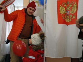 Navaľného štáb i Golos zaznamenali porušovanie volebného zákona