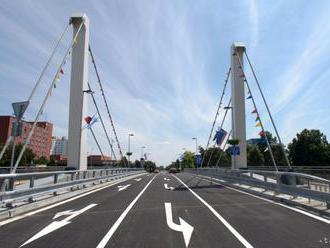 Chrenovský most v Nitre sa rozsvieti na modro