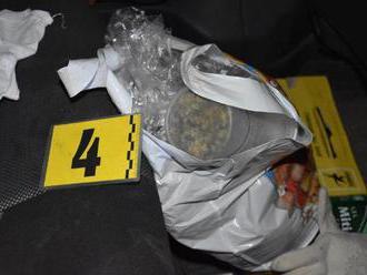 Polícia v Liptovskom Mikuláši obvinila dvojicu mladíkov, našli im 270 gramov marihuany