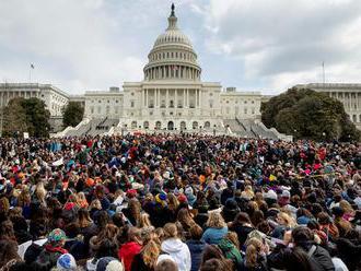 Študenti v USA protestovali proti násiliu páchanému strelnými zbraňami