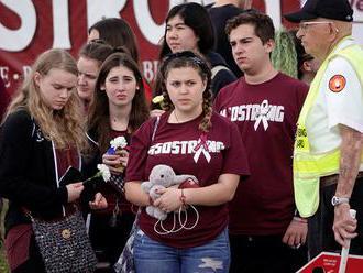 Po masakre na floridskej škole zavedú priehľadné školské tašky a bezpečnostné opatrenia ako na letis