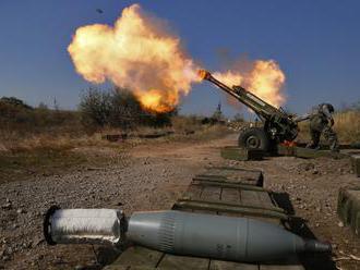 Svetovému obchodu so zbraňami aj naďalej dominujú USA, takmer polovica amerických zbraní ide na Blíz