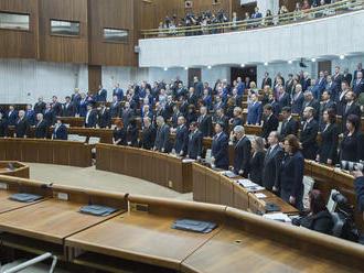 Opoziční poslanci stiahli svoje návrhy zákonov z rokovania schôdze