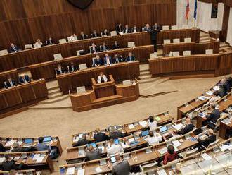 Patová situácia: Vládu by podľa prieskumu nezložila súčasná koalícia ani opozícia