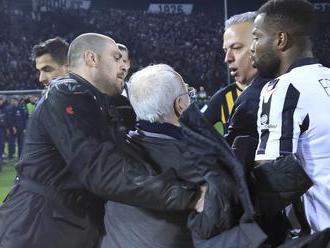 Majiteľ PAOK Solún sa ospravedlnil za vtrhnutie na ihrisko s pištoľou