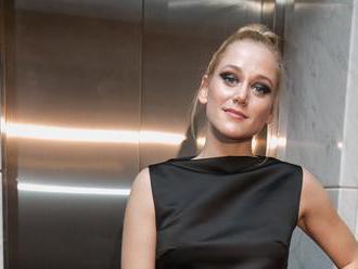 Sexy Emma Drobná: Predviedla nový účes a nebezpečné rozparky