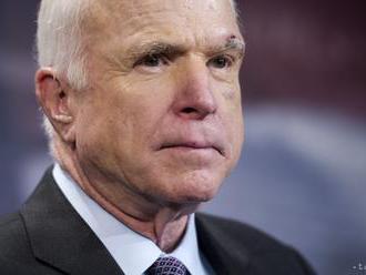 Senátor McCain podstúpil operáciu pre infekciu v črevnom trakte