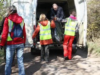 Asi 300 detí z 5 škôl naplnilo pri čistení Zvolena odpadom 77 vriec