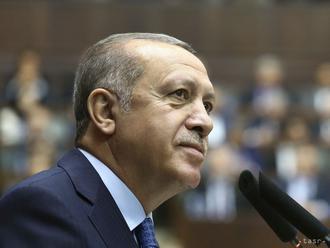 Turecko sa jasne vzdialilo od EÚ, vyplýva z kritickej správy EK