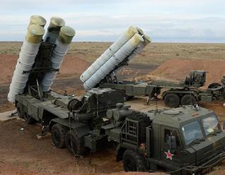 Asad vyzdvihol prevahu ruských zbraní nad západnými