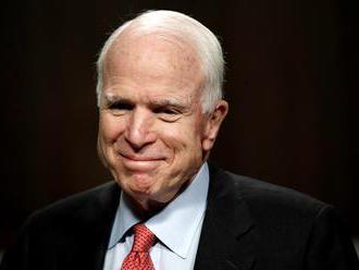 Americký senátor McCain podstúpil operáciu pre infekciu v črevnom trakte