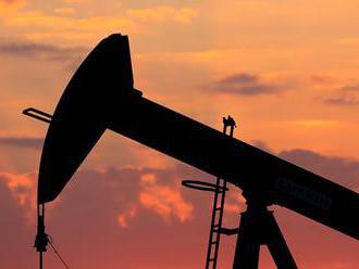Čínska juanová burza s ropou funguje už mesiac. Bude skutočne znamenať odstavenie doláru na druhú ko