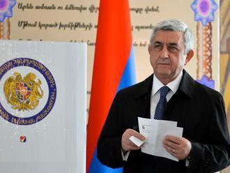 V Arménsku protesty proti nominovaniu exprezidenta za premiéra pokračujú