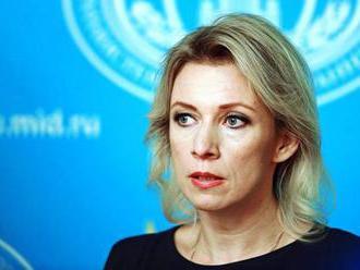 """Zacharovová vysvetlila, prečo USA neustále """"zastrašujú"""" Rusko"""