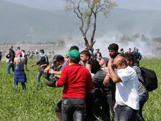 Grécka polícia zadržala stovky migrantov, ktorí nelegálne prišli z Turecka