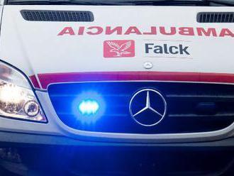 Pri páde hydraulickej plošiny v Humennom utrpel zranenie 25-ročný miestny muž