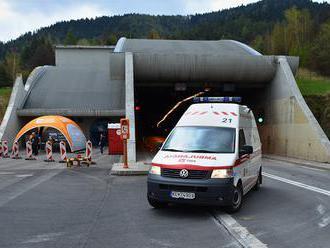 V tuneli Branisko došlo k dopravnej nehode troch vozidiel