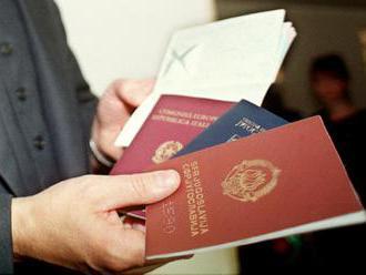 Spiegel: Zvyšuje sa počet migrantov predávajúcich európske dokumenty iným ľuďom