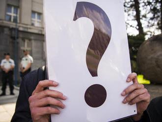 Študenti protestujú pred ministerstvom vnútra: Pýtajú sa, kto vládne komu