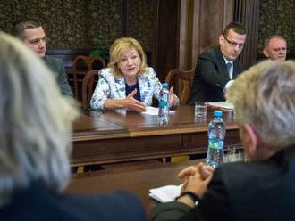 Ministerka Laššáková sa stretla s iniciatívou Kultúrny reparát, odstúpenie z funkcie odmietla