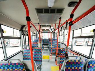 Cestujúci v Dolnom Kubíne budú využívať 2 nové nízkopodlažné autobusy