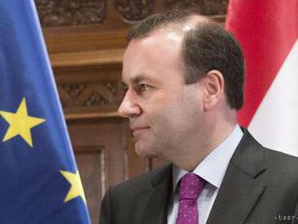 Šéf ľudovcov v EP kritizuje políciu za odobratie mobilu Holcovej