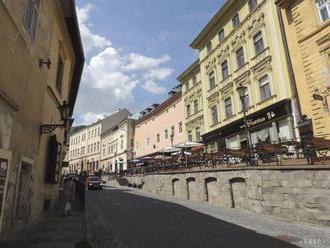 Trotuár v Banskej Štiavnici bol miestom špacírok a študentov