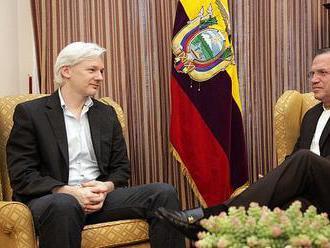 Cambridge Analytica bankrotuje, Julian Assange se Ekvádoru prodražuje