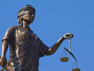 Otec súdený za odpojenie postihnutého syna od prístrojov sa do väzenia nevráti