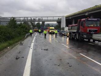 Na Hornom Považí sa zrazila sanitka s autom, hlásia zranených